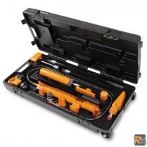 1365/K13 - Pompa oleodinamica 10 t e kit accessori per carrozzeria in pratica valigia trolley - BETA UTENSILI